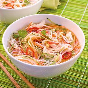 Chicken-Pho-Gem-senudel-Suppe